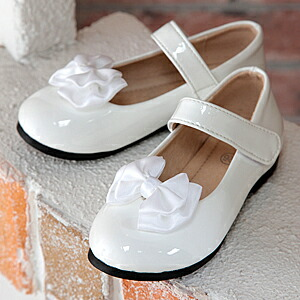 エナメルストラップ靴/白