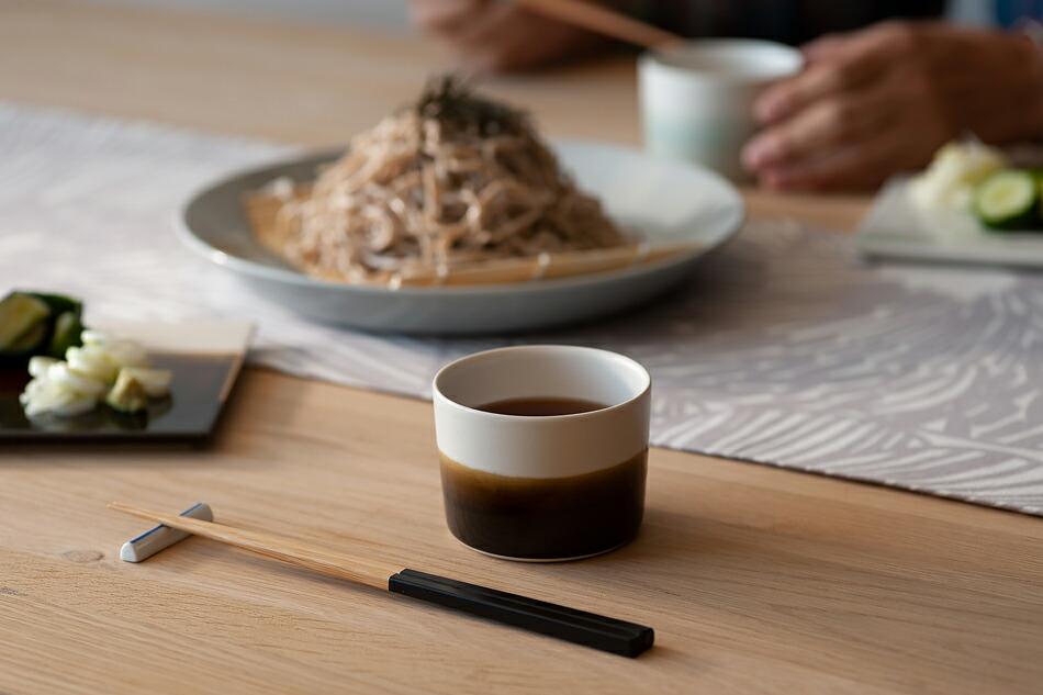 砥部焼カップ(ムスタキビ/MUSTAKIVI)