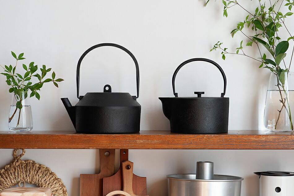 鉄瓶 iron kettle (イワテモ/iwatemo)南部鉄器,ハッリ・コスキネン/Harri Koskinen、ヴィッレ・コッコネン/Ville Kokkonen、モノラボン