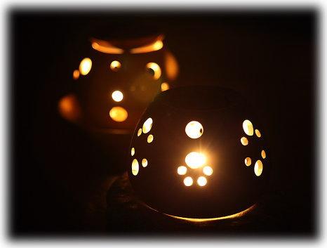 茶香炉の幻想的な光