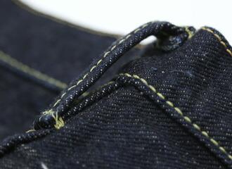 ベルトループはウエストに挟み込んで縫い付けています