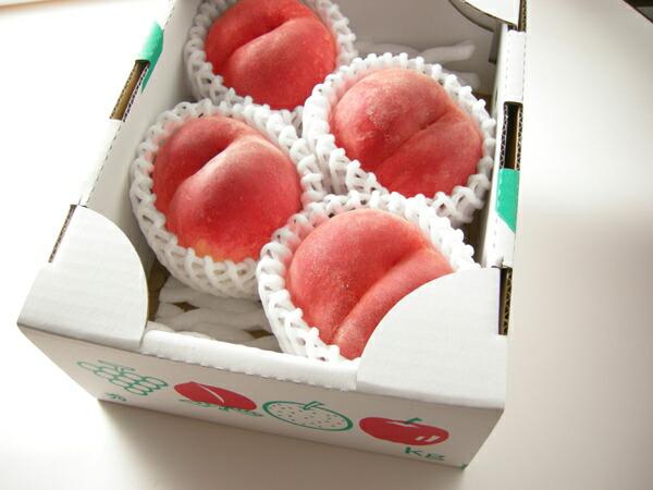 光センサー使用の糖度の高い『福島県産特秀の桃』の1kg箱(ご家庭向)はこの様にして当店のオリジナルBOXに入れて発送をいたします。