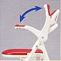 横移乗するとき、体を洗うときも邪魔にならない跳ね上げ式ひじ掛け