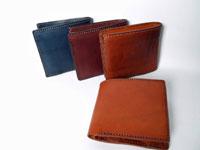 シンプルなデザインの2つ折り財布