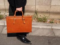 イタリア革を贅沢に使用!ファスナー付き2本手ビジネスバッグ