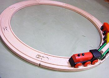 micki汽車レールセット 島を汽車が走ってます