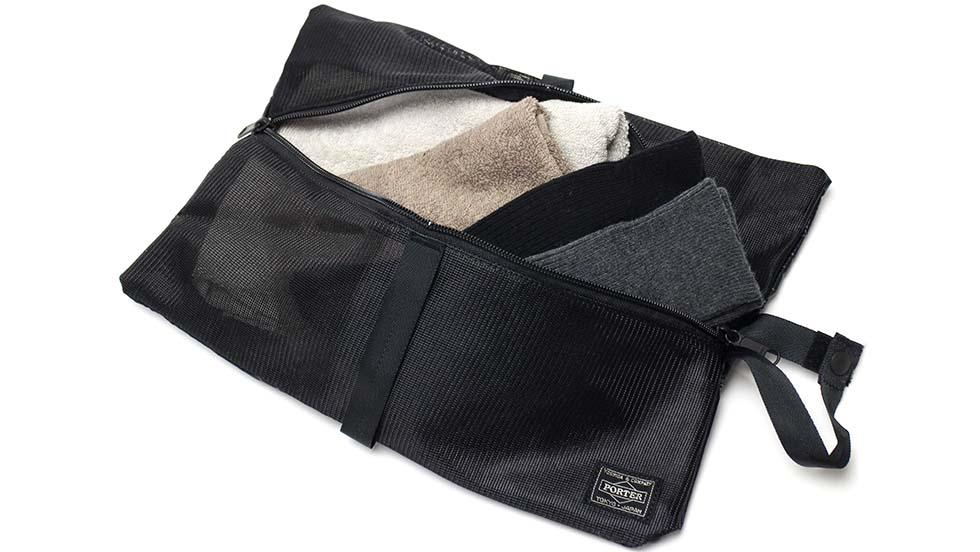 92a90256c8a4 パッキングをテーマに様々な展開のポーチをメインに構成したトラベルアイテムシリーズ『SNACK PACK/スナックパック』のポーチ。旅行時の細かな衣類やハンドタオルなど  ...