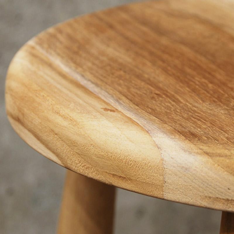 無垢木材ですので表情は個体によって様々です。