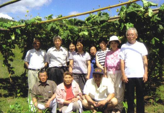 鹿児島県のスエばあちゃんのへちま水の生産者のみなさん