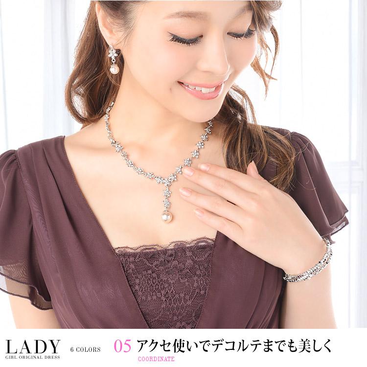 レディドレス・アクセ使いでデコルテまでも美しく・モデル:青田夏奈