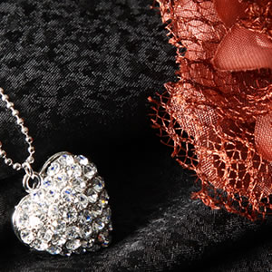 Czダイヤモンドジュエリーハートパヴェペンダント|プレゼント|ギフト|Diamond necklace【宅配便】
