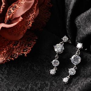 Czダイヤモンドジュエリーピアス『トリロジー』|プレゼント|ギフト|Diamond pierce【宅配便】
