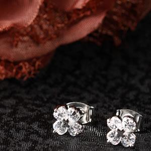 Czダイヤモンドジュエリークローバーモチーフピアス|Diamond pierce|アクセサリー【宅配便】