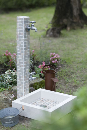 水栓柱ニッコーエクステリア モザイクタイル