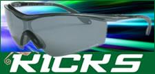 KICKS 様々なスポーツ時やカジュアルウ  ェアの一部として最適です。