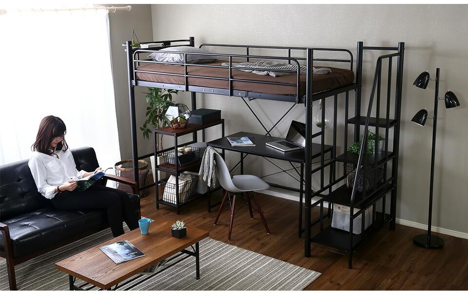 安心、安全に登れる階段は、ディスプレイラックとしても使えます。あなたのお部屋のレイアウトにきっと合う、新しいカタチのロフトベッドです。