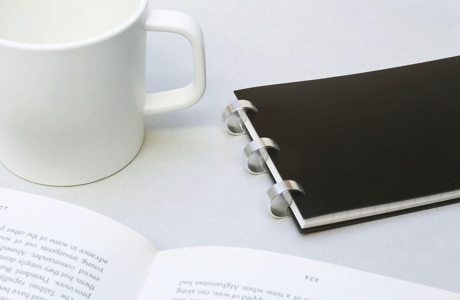 大人ためのビジネスノート。サイズとカラーの選べるエディットの方眼ノート