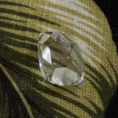 研磨されたダイヤのように美しさから・・・高グレードハーキマーの輝き