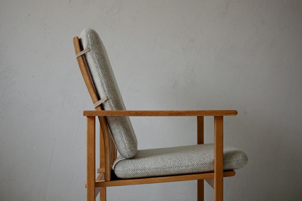 Chair 703d417b