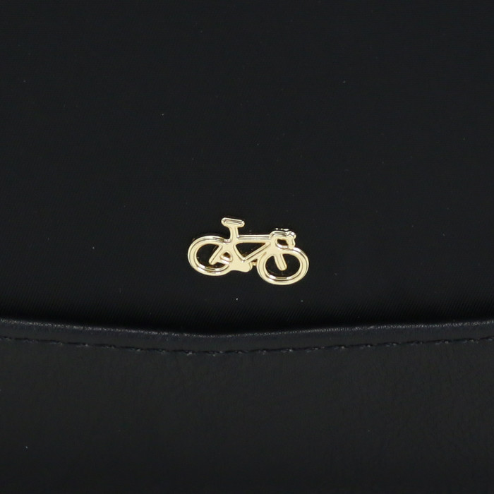 "9d675c9ae146 ... デイパックリュックサックバックパックBianchiレディースビアンキレディースレディース. イタリアの人気自転車ブランドBianchiのレディス ライン""Bianchi Donna"" ..."