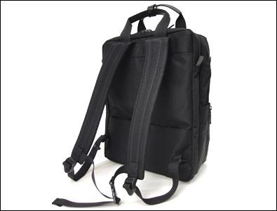95e802e6d0e7 本体背面やリュックベルト裏面にはクッション材を使用しており、肩や背中への負担を軽減してくれます。チェストベルトが装備されており、より身体にフィットする安心  ...