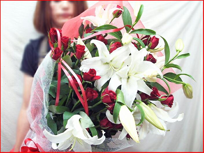 カサブランカとバラの花束