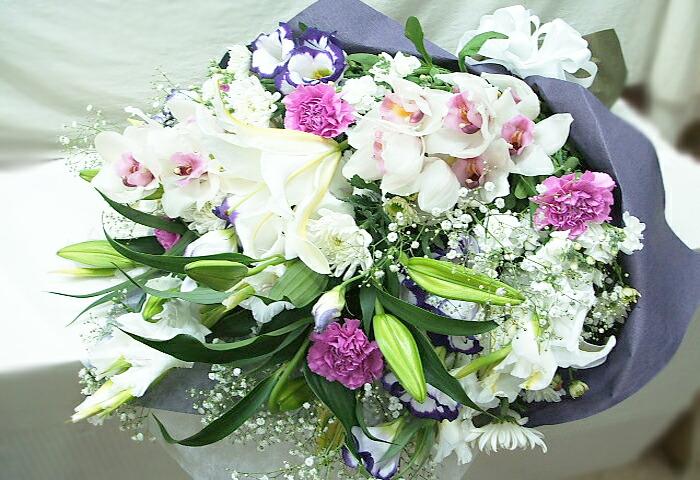 お悔みに花を贈る