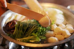 冷凍すり身で鍋、椀種、汁物