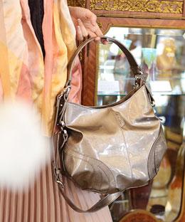 30代の女性に似合うクーガのレディースバッグ