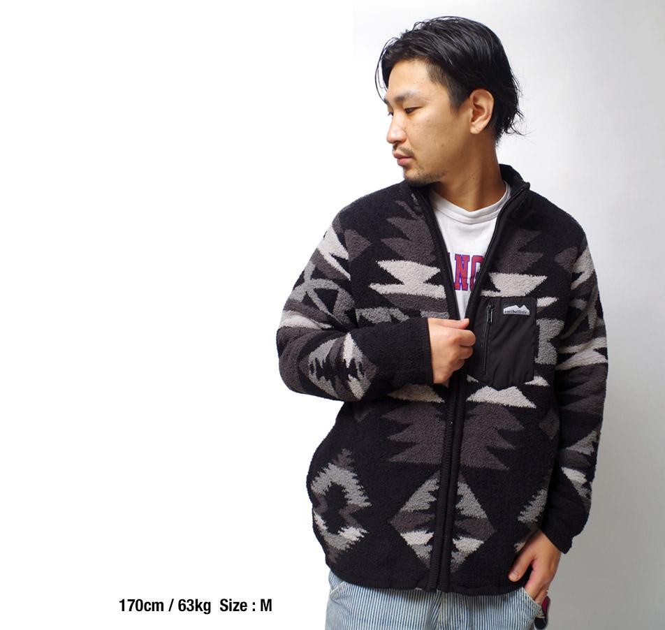 軽量で高い保温性を持つフリースジャケット
