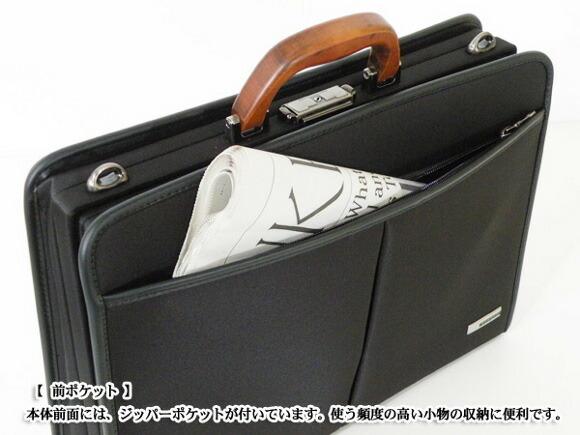 【前ポケット】本体前面には、ジッパーポケットが付いています。使う頻度の高い小物の収納に便利です。