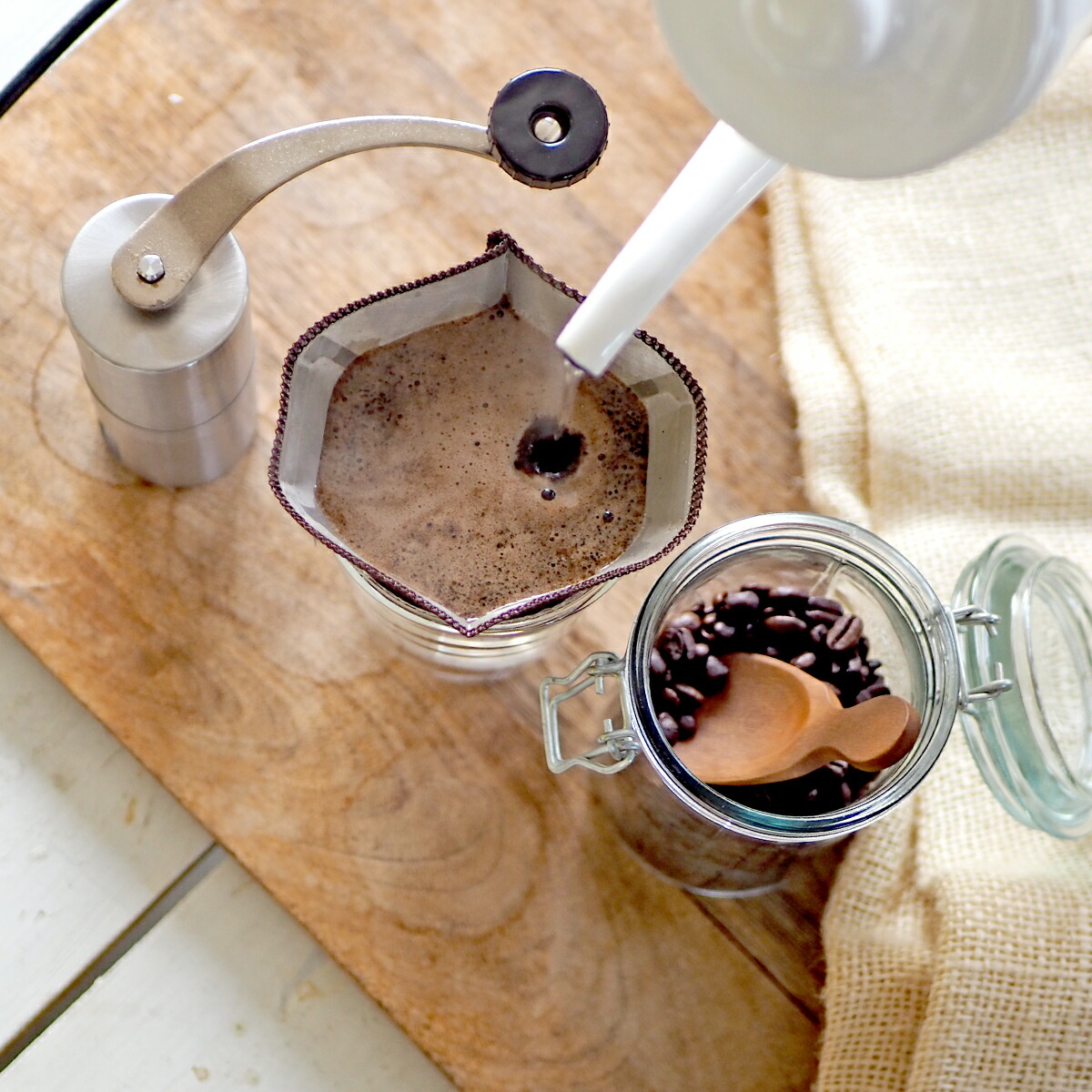 カフェイン0.00gののデカフェコーヒーを焙煎豆の状態でお届け。焙煎豆の挽きたての香りをお楽しみいただけます。
