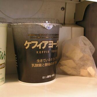 冷蔵庫,冷凍庫にヒバチップ!湿気をとることで繰り返しご使用可