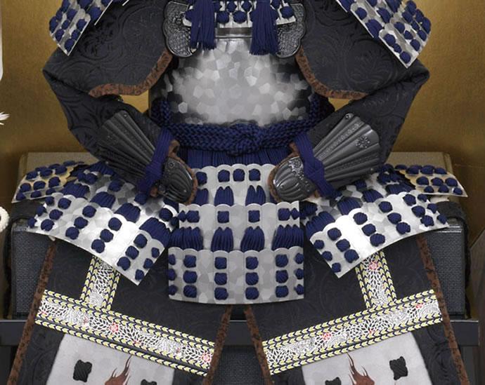 大越忠保作 伊達政宗 二曲屏風床飾り 板札素懸縅 弦月形前立 7号 家紋入れ