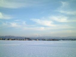 北陸の冬の田んぼ風景