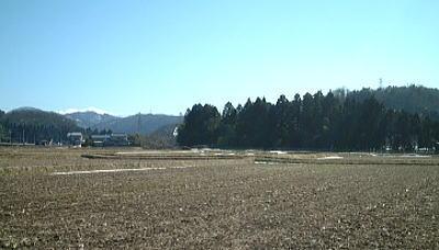 雪解け後、田んぼを耕しました