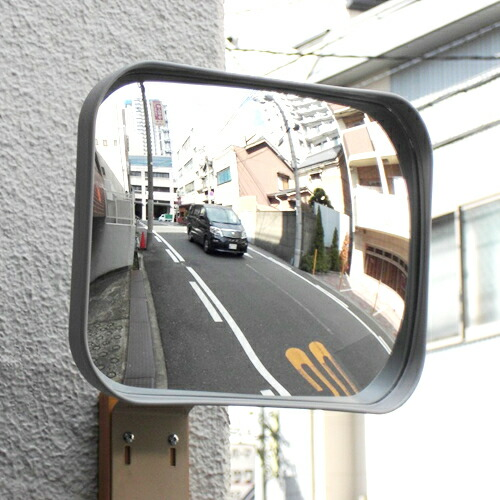 穴あけ不要、貼り付けるだけの簡単取付けガレージミラー(カーブミラー)。車庫や駐車場の出入口に安全確認としてご活用ください。