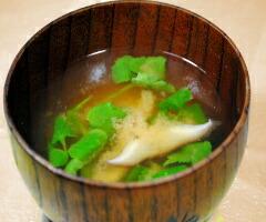 シイタケとミツバの味噌汁
