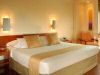 キングサイズやクイーンサイズ、キングサイズのベッド カリフォルニアキングサイズ クイーンサイズやキングサイズのホテルのベッド