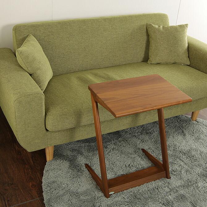 「スマート!サイドテーブル」幅60cmソファ正面に置けばカフェテーブルとして。また、テーブルにパソコンを置いて簡易デスクとしてもお使いいただけます。