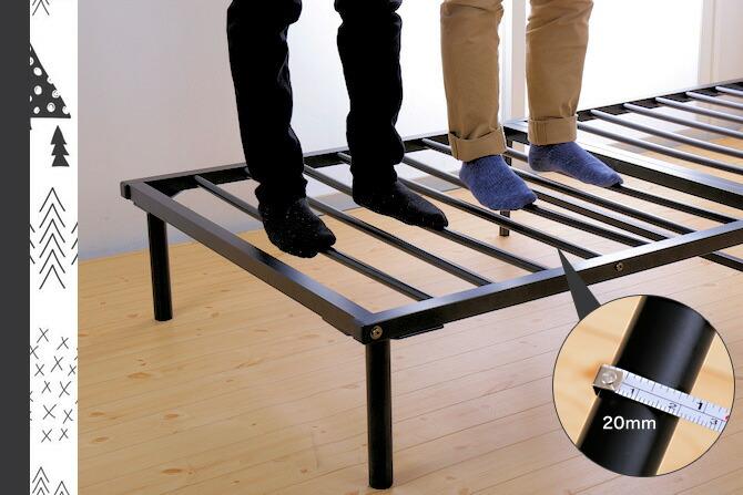 スチール製なのでカビが生えず、丈夫なベッド