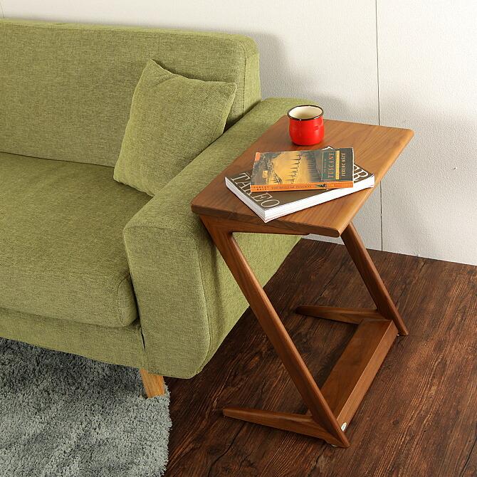 「スマート!サイドテーブル」幅45cm ソファの横においてサイドテーブルとして使用可能。