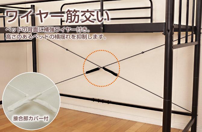 マッドパイプにラフな質感のパイン材を組み合わせたハンガーラック