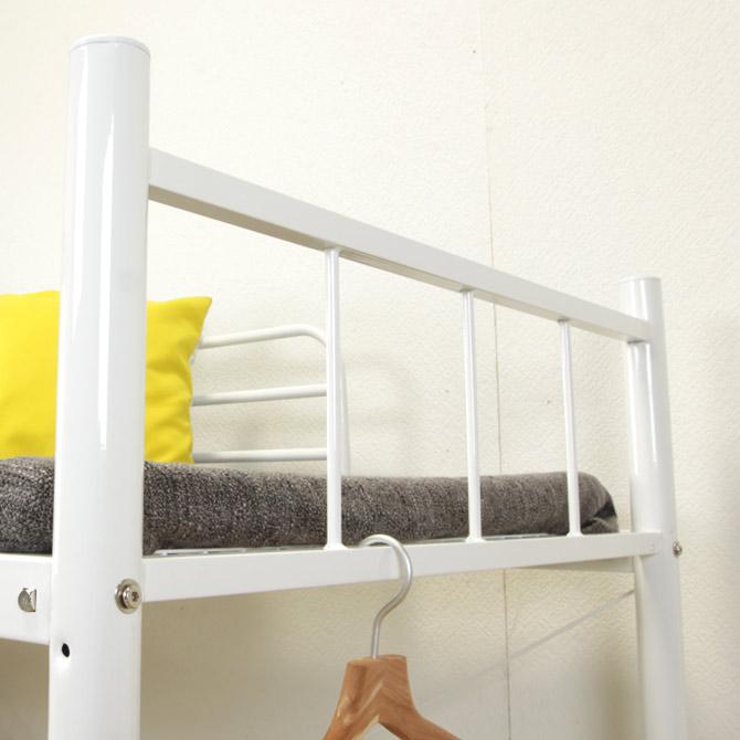床板には木製のパイン材を使用しており、アイアンフレームと合わせることで重厚感を感じさせます
