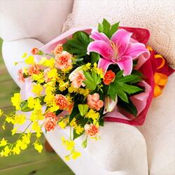 【お正月フラワーギフト】ユリとカーネーションの花束 522070 |花キューピットの2021お正月フラワーギフト特集