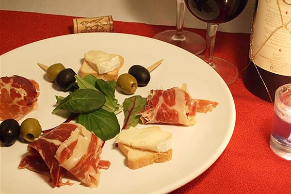 ハモンイベリコがあると、おうちワインが一段とゴージャスに♪