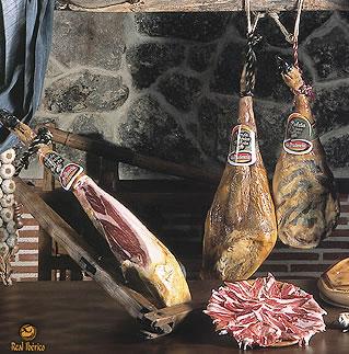 ハモンイベリコのメッカ、エクストラマドゥーラ産のイベリコ豚(ベジョータ)を使用し、<br>24ヶ月熟成させた、贅沢なパレタです。