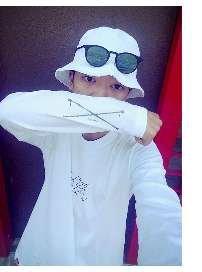 HTML ZERO3エイチティエムエル ゼロスリーのTシャツ Selfie Roll01