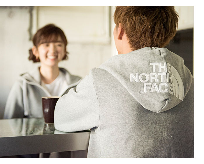 THE NORTH FACEザ ノースフェイスのパーカー リアビュー01