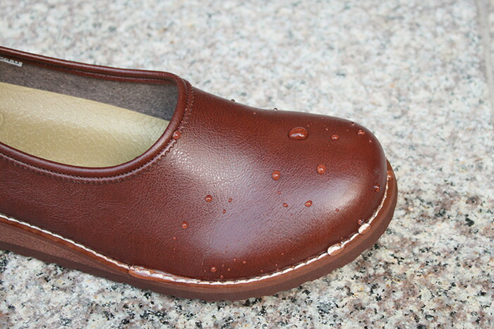 靴に水をかけました